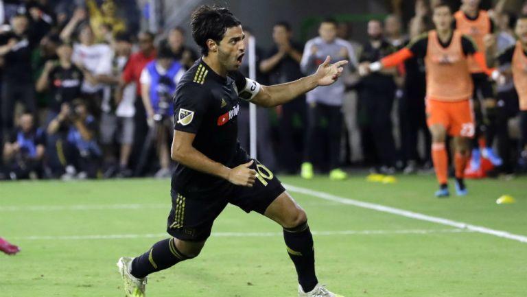 Carlos Vela celebra un gol frente al LA Galaxy