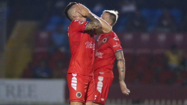 Jugadores de Veracruz se lamentan durante el duelo vs Gallos