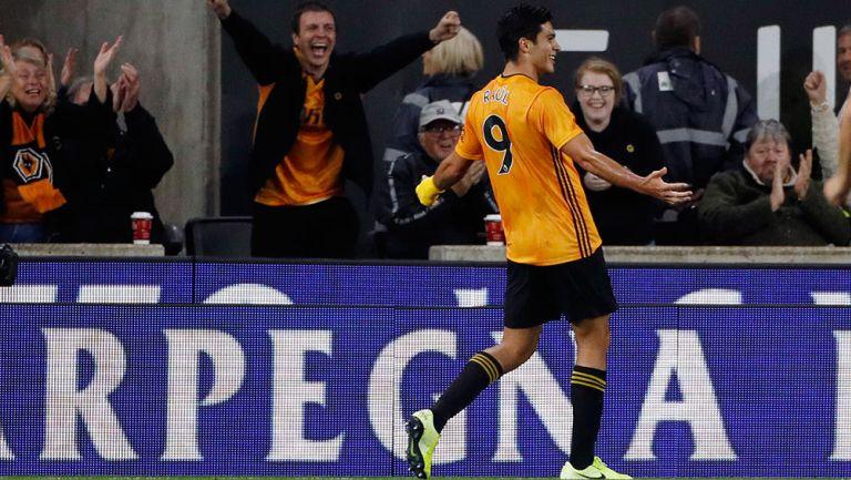 Raúl Jiménez celebra gol contra el Torino