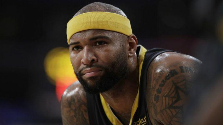DeMarcus Cousins en acción con los Lakers