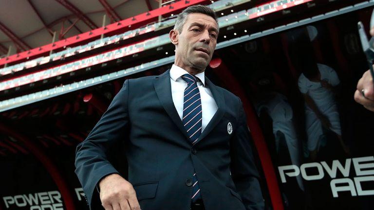 Pedro Caixinha en un partido con Cruz Azul