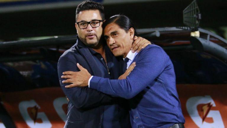 Mohamed y Palencia saludándose previo a un enfrentamiento