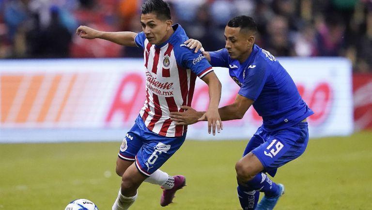 Pulido y Madueña en la disputa por el balón en la jornada pasada