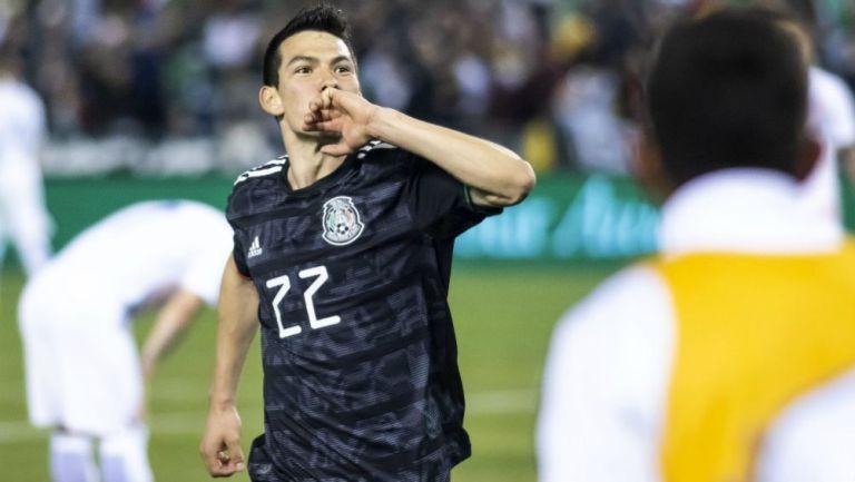 Hirving Lozano festeja gol con el Tri