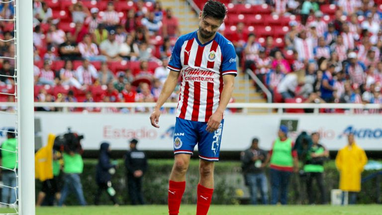 Oribe Peralta se lamenta durante el partido ante Necaxa