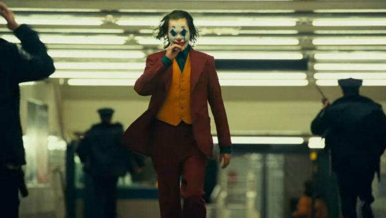 Joker camina entre la gente