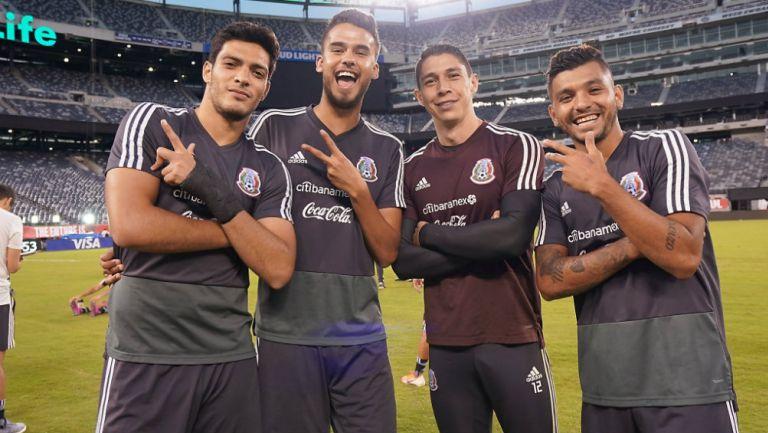 Raúl Jiménez, Diego Reyes, Hugo Gozález y Jesús Corona en la concentración del Tri