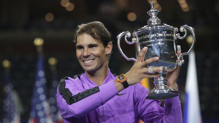 Rafael Nadal con el trofeo del US Open