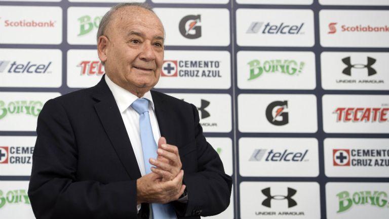 Guillermo Álvarez, presidente de Cruz Azul, durante una conferencia de prensa