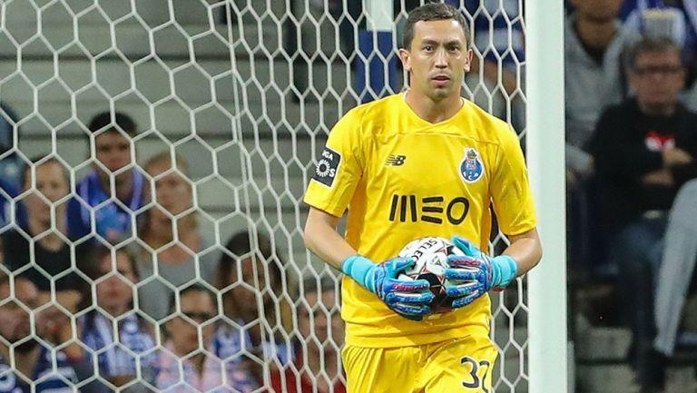 Agustín Marchesín, durante un duelo con el Porto