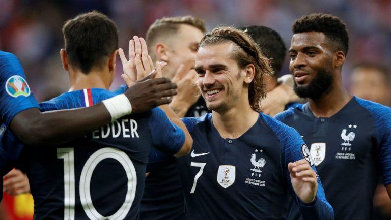 Jugadores de Francia celebran un gol