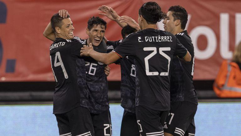 Jugadores del Tri celebran gol contra Estados Unidos