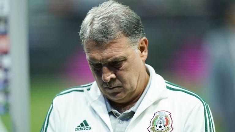 Tata Martino cabizbajo tras perder ante Argentina