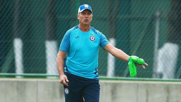 Robert Siboldi, en una práctica de Cruz Azul en La Noria