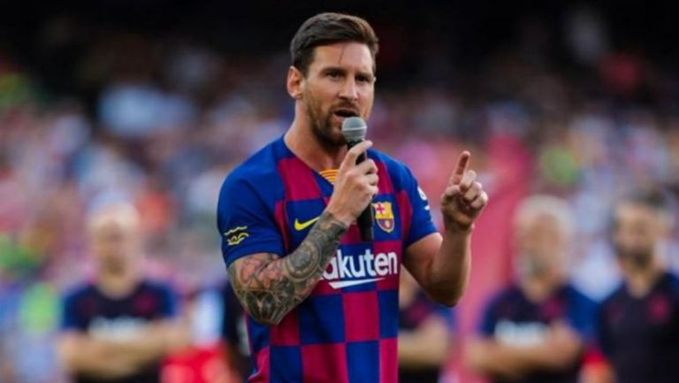 Messi habla ante la afición culé en el Camp Nou