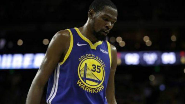 Durant se lamenta en un juego de los Warriors