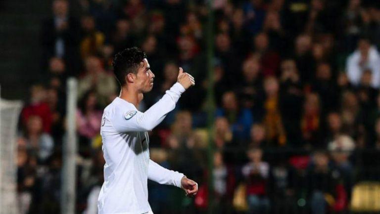 Cristiano festeja gol con Portugal