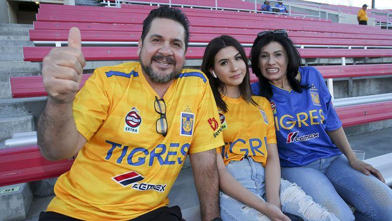 Aficionados de Tigres en el Sam Boy Stadium