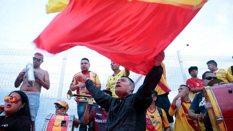 Afición de Monarcas previo al duelo contra Chivas