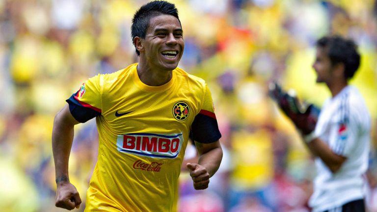 Juan Carlos Medina celebra un gol cuando jugaba con América