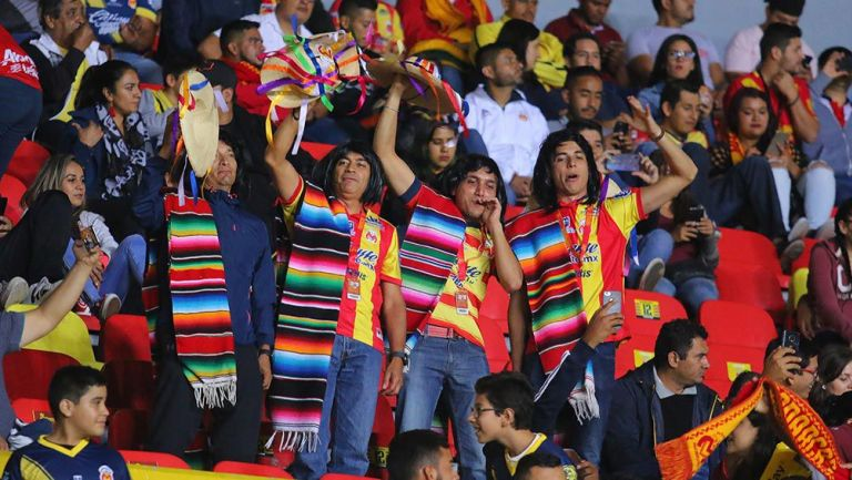 La afición de Morelia en el juego contra Chivas