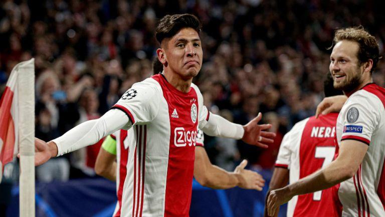 Edson Álvarez celebra su gol en Champions League