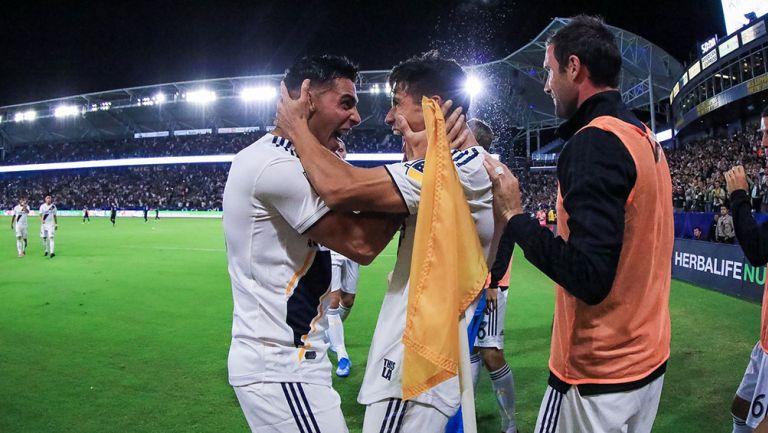 La celebración del gol de Uriel Antuna