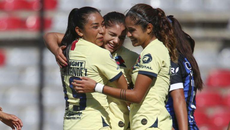 Zulma Hernández y Jana Gutiérrez, en festejo ante Gallos