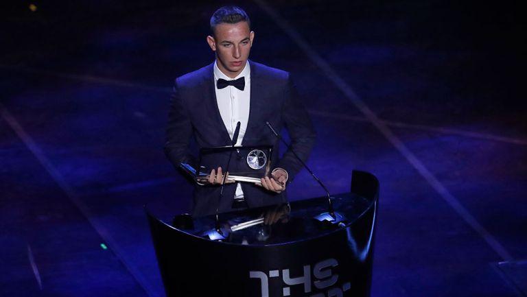 Daniel Zsori recibe el premio Puskas 2019