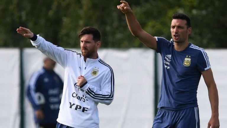 Messi le tiró flores a Maradona por su regreso al fútbol argentino