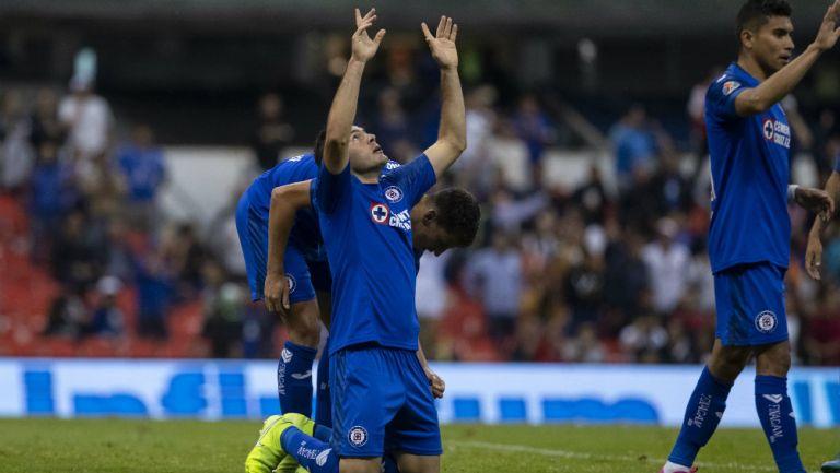 Pablo Aguilar celebra el gol que puso adelante al Cruz Azul ante Monterrey