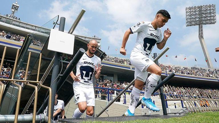 Carlos González y Felipe Mora saltan al campo