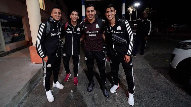 Jugadores del Tricolor, en su llegada a Bermudas