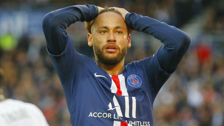 Neymar se sorprende en un juego del PSG