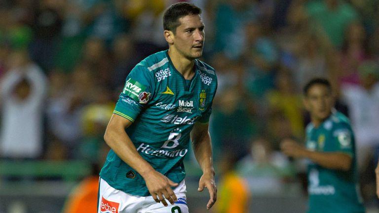 Guillermo Burdisso durante un partido con León
