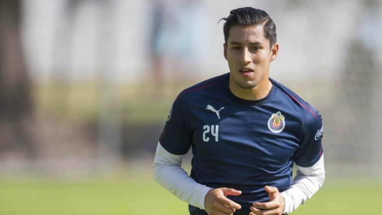 Carlos Cisneros en un entrenamiento con Chivas