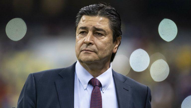 Luis Fernando Tena durante un partido de Chivas