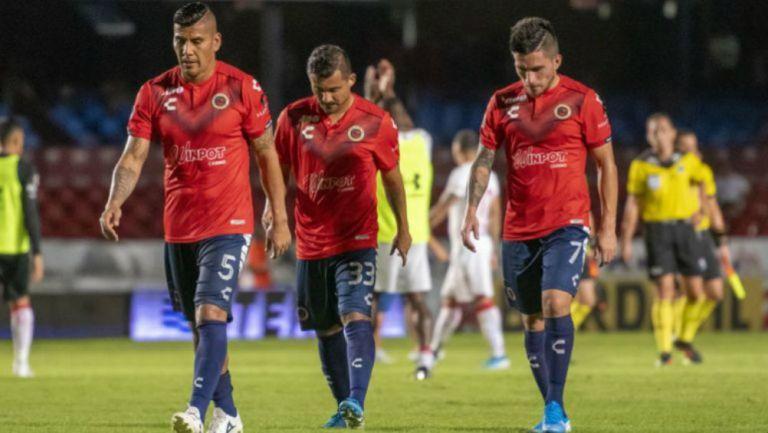 Jugadores de Veracruz cabizbajos en el Luis Pirata Fuente