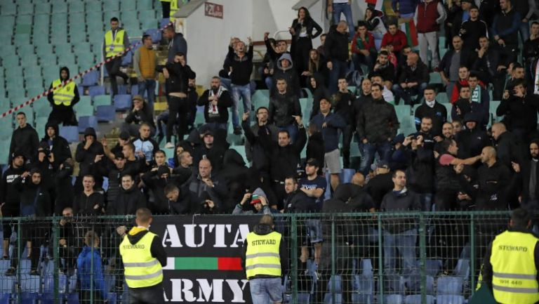 Fans de Bulgaria, durante el partido ante Inglaterra