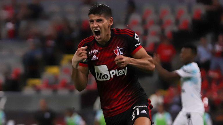 Facundo Barceló celebra un gol de Atlas
