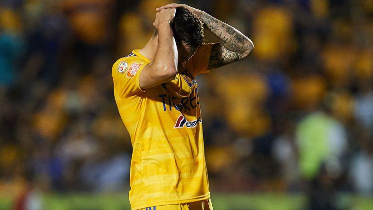 Gignac, en lamento durante el partido