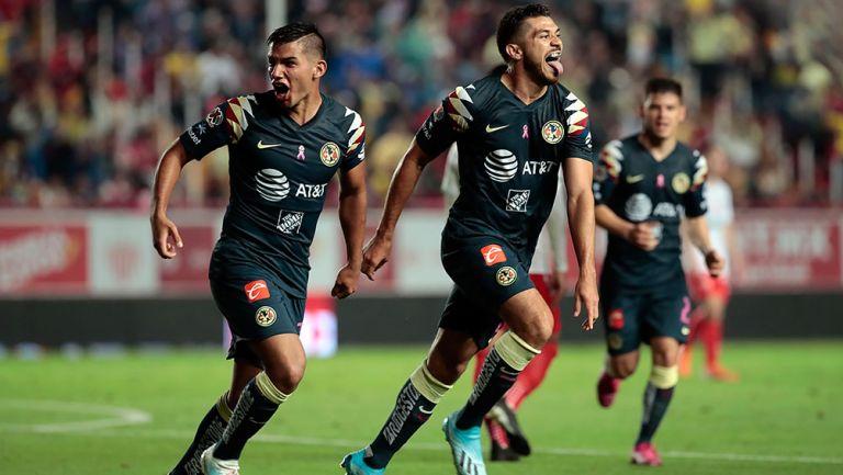 Henry Martín festeja gol contra Necaxa