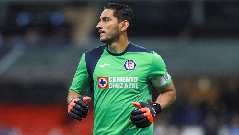 Jesús Corona en un partido con Cruz Azul