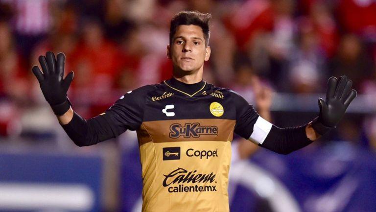Gaspar Servio en un juego con Dorados de Sinaloa