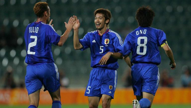 Jugadores de Japón festejan un gol