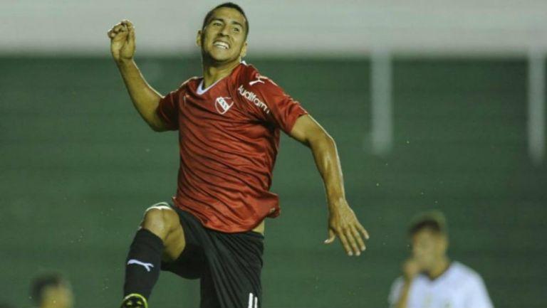 Cecilio Domínguez festeja una anotación con el Independiente