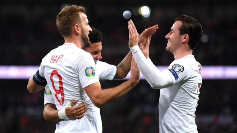 Selección de Inglaterra celebrando pase a la Eurocopa 2020