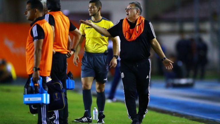 Gerardo Martino dirigiendo en el Panamá vs México