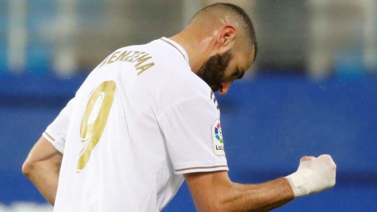 Karim Benzema celebrando un gol con el Real Madrid