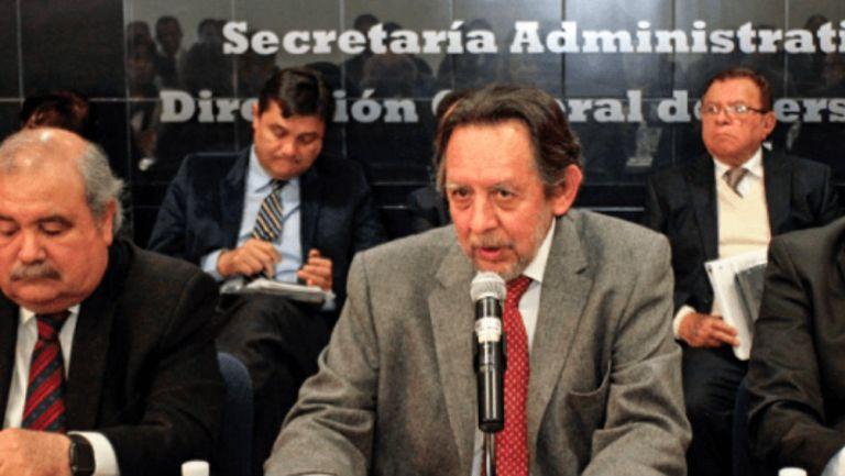Leopoldo Silva durante una charla